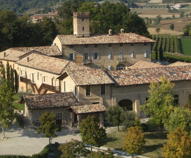 https://www.lagastronomiadiavigno.com/wp-content/uploads/2019/09/relais_du_silence_castello_di_razzano_479388_1200x530-640x530.jpg